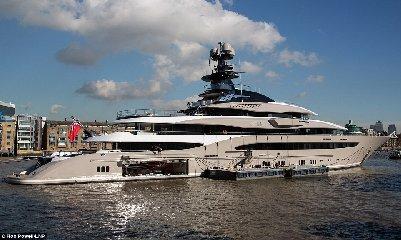 https://www.ragusanews.com//immagini_articoli/31-07-2018/1533059278-yacht-kismet-beyonce-marina-ragusa-2-240.jpg