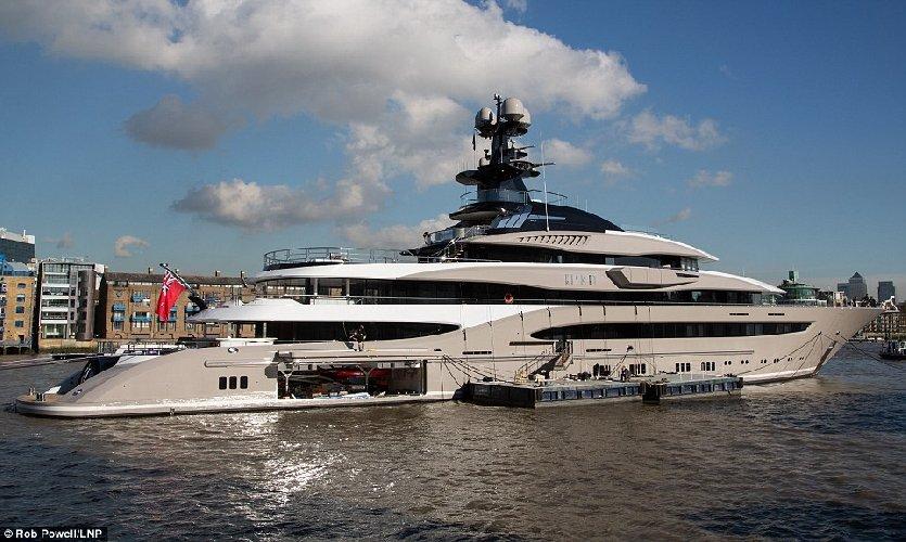 https://www.ragusanews.com//immagini_articoli/31-07-2018/1533059278-yacht-kismet-beyonce-marina-ragusa-2-500.jpg