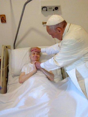 https://www.ragusanews.com//immagini_articoli/31-07-2019/papa-francesco-esce-a-sorpresa-va-in-ospedale-da-suora-malata-500.jpg