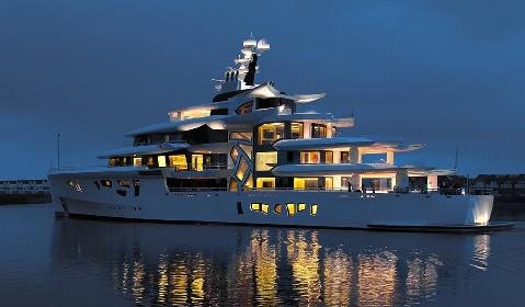 https://www.ragusanews.com//immagini_articoli/31-07-2021/1627753759-yacht-a-siracusa-e-arrivato-artefact-lungo-80-metri-1-280.jpg