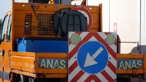 https://www.ragusanews.com//immagini_articoli/31-07-2021/si-ribalta-un-mezzo-pesante-sulla-a19-bloccata-la-catania-palermo-280.jpg