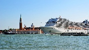 https://www.ragusanews.com//immagini_articoli/31-07-2021/venezia-stop-a-grandi-navi-da-crociera-davanti-a-san-marco-100.jpg
