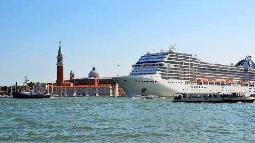 https://www.ragusanews.com//immagini_articoli/31-07-2021/venezia-stop-a-grandi-navi-da-crociera-davanti-a-san-marco-280.jpg