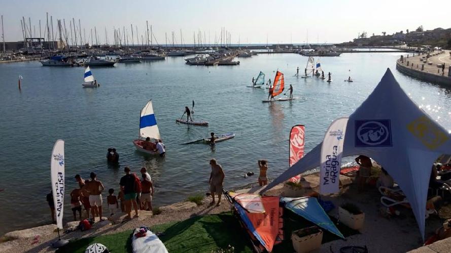 https://www.ragusanews.com//immagini_articoli/31-08-2015/sport-acquatici-al-porto-500.jpg