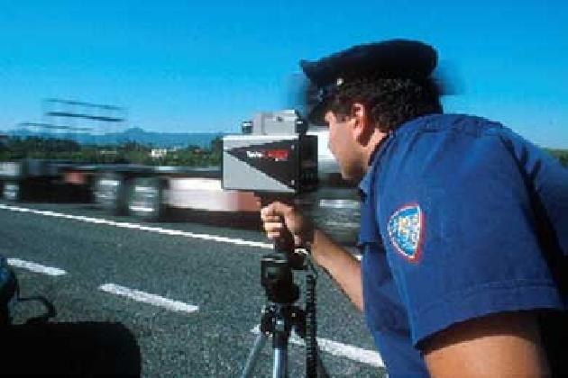 http://www.ragusanews.com//immagini_articoli/31-08-2016/ferragosto-ritiro-patenti-incidenti-i-numeri-della-polstrada-420.jpg