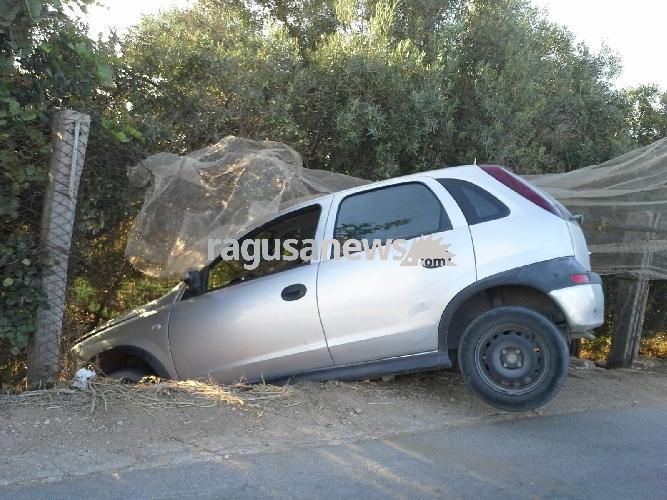 https://www.ragusanews.com//immagini_articoli/31-08-2017/scicli-ruba-auto-incidente-lascia-bilico-500.jpg