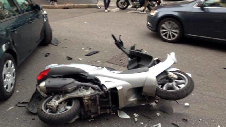 https://www.ragusanews.com//immagini_articoli/31-08-2018/trezza-drammatico-incidente-muore-giovane-scooter-500.jpg