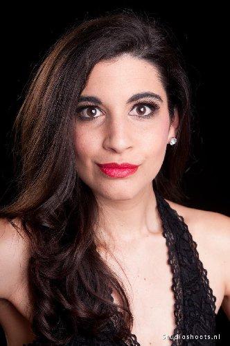 https://www.ragusanews.com//immagini_articoli/31-08-2019/la-soprano-greco-amalia-moerman-pavlidi-a-modica-video-500.jpg