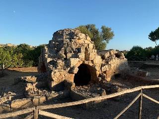 https://www.ragusanews.com//immagini_articoli/31-08-2020/archeologia-ecco-il-bagno-arabo-di-mezzagnone-240.jpg