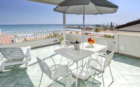 https://www.ragusanews.com//immagini_articoli/31-08-2021/marina-di-ragusa-boom-immobiliare-fino-a-4-500-euro-a-mq-280.jpg
