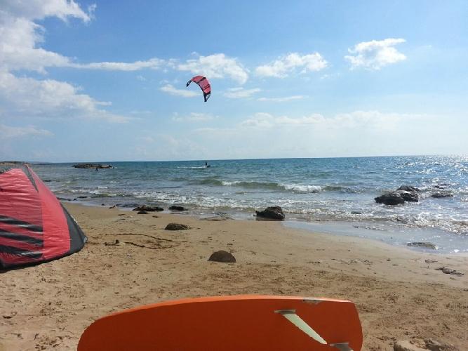 https://www.ragusanews.com//immagini_articoli/31-10-2014/il-vento-di-scirocco-fa-volare-mario-calbucci-500.jpg