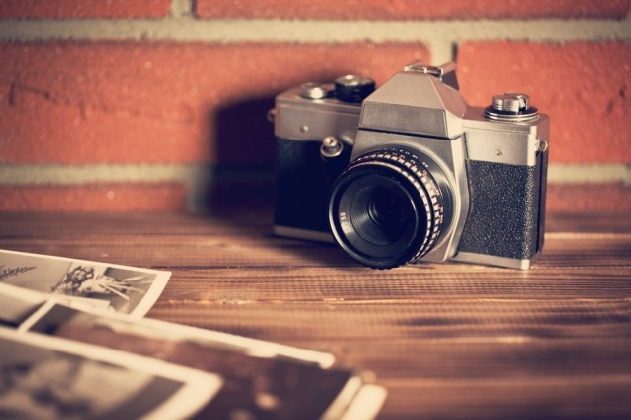 http://www.ragusanews.com//immagini_articoli/31-10-2016/regalateci-la-vostra-vecchia-macchina-fotografica-420.jpg