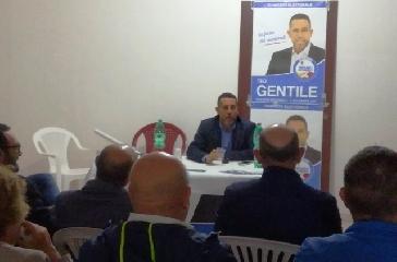 http://www.ragusanews.com//immagini_articoli/31-10-2017/inaugurato-comitato-elettorale-gentile-pozzallo-240.jpg