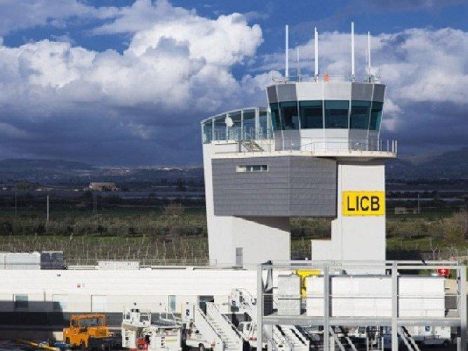 https://www.ragusanews.com//immagini_articoli/31-10-2018/concede-prestito-soaco-aeroporto-comiso-500.jpg