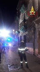 https://www.ragusanews.com//immagini_articoli/31-10-2019/1572550317-tragedia-sfiorata-in-ortigia-casa-si-sbriciola-davanti-ai-passanti-1-240.jpg