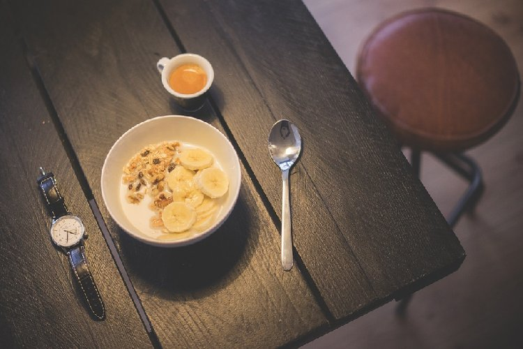 https://www.ragusanews.com//immagini_articoli/31-10-2019/dieta-l-importanza-di-mangiare-orari-giusti-500.jpg