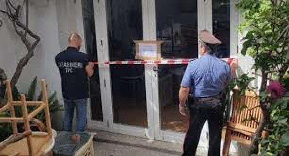 https://www.ragusanews.com//immagini_articoli/31-10-2019/furti-e-droga-10-arresti-sequestrata-villa-500.jpg