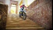https://www.ragusanews.com//immagini_articoli/31-10-2019/sindaco-di-messina-cateno-de-luca-fa-motocross-in-municipio-video-100.jpg