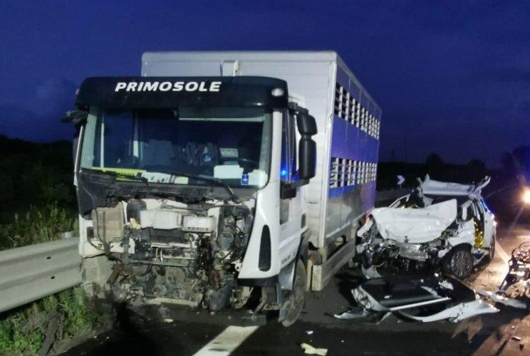 https://www.ragusanews.com//immagini_articoli/31-10-2019/tre-morti-ragusa-catania-indagato-l-autista-camion-500.jpg
