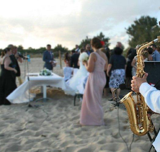 https://www.ragusanews.com//immagini_articoli/31-10-2020/covid-sassofonista-contagia-invitati-a-matrimonio-suonando-fra-i-tavoli-500.jpg