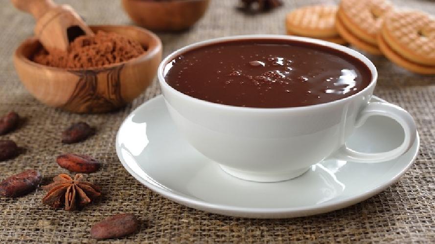 http://www.ragusanews.com//immagini_articoli/31-12-2015/e-a-modica-a-mezzanotte-cioccolata-calda-per-tutti-500.jpg