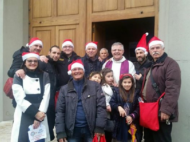 http://www.ragusanews.com//immagini_articoli/31-12-2015/vespa-stelle-e-caramelle-500.jpg