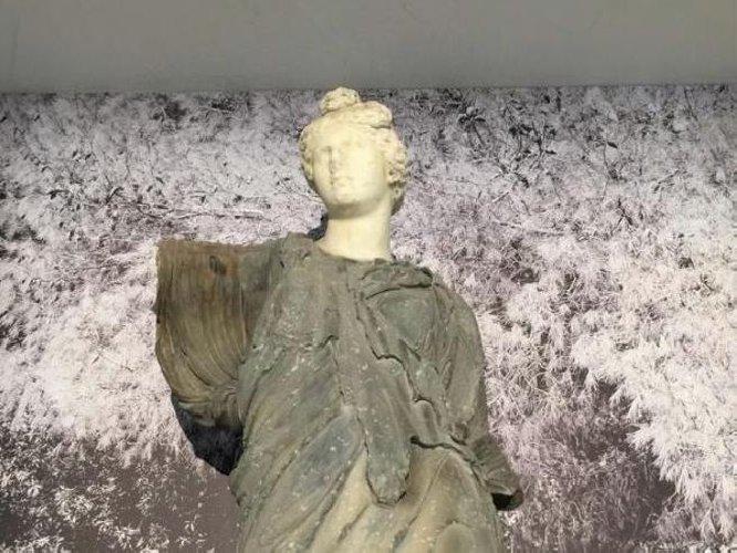 https://www.ragusanews.com//immagini_articoli/31-12-2019/i-sogni-statue-al-museo-salinas-500.jpg