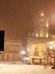 https://www.ragusanews.com//immagini_articoli/31-12-2019/monterosso-velata-di-neve-240.jpg
