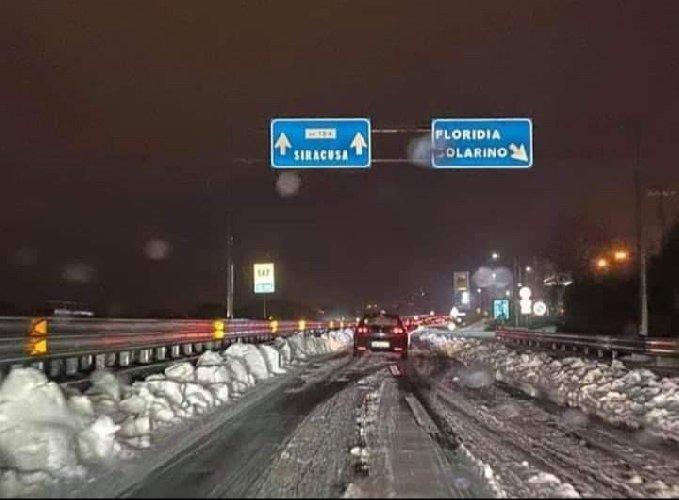 https://www.ragusanews.com//immagini_articoli/31-12-2019/neve-capodanno-di-freddo-e-gelo-500.jpg