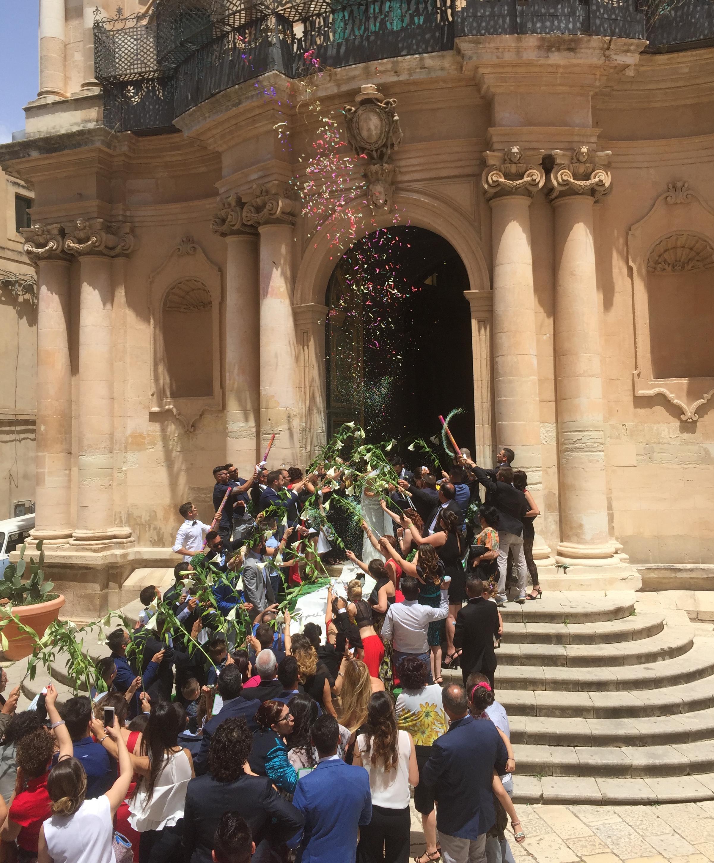 Matrimonio In Rumeno : Scicli e il record di otto matrimoni in un giorno