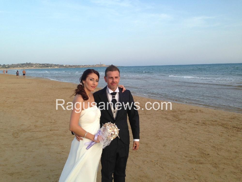 Matrimonio In Spiaggia Sicilia : Matrimonio anglicano in spiaggia a sampieri attualità scicli