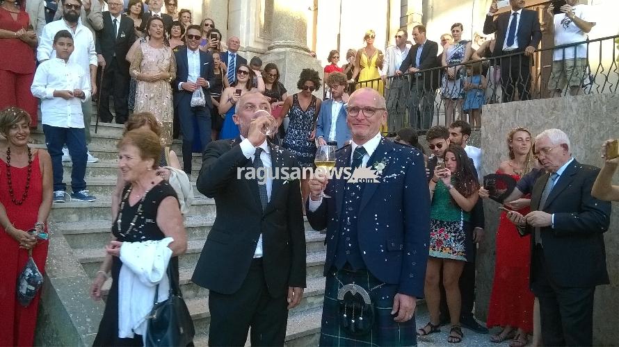 Primo Matrimonio Gay Toscana : A chiaramonte si è celebrato il primo matrimonio gay foto