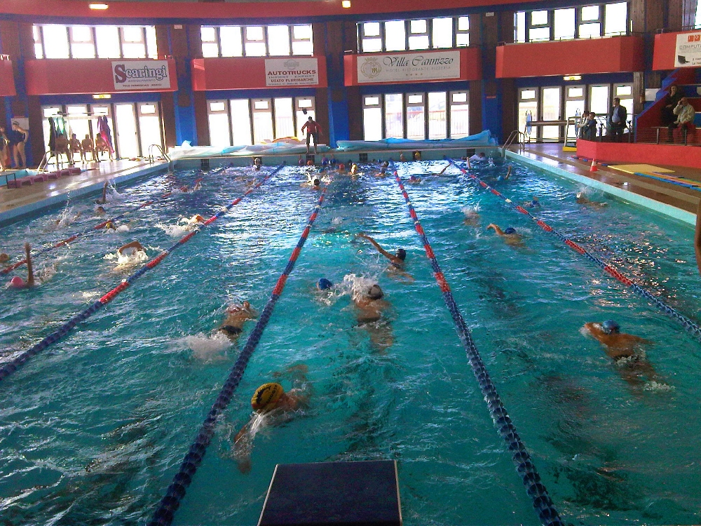 Scarichi della piscina nei palazzi limitrofi condannato - Immagini di piscina ...