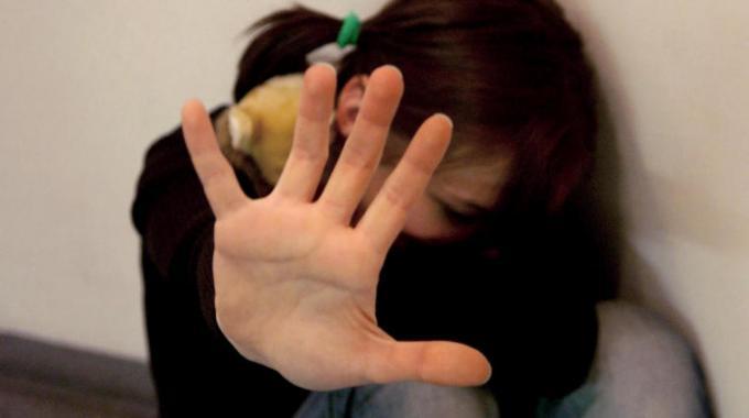Ragusa, abusi sulla figlia della convivente: arrestato 30enne$