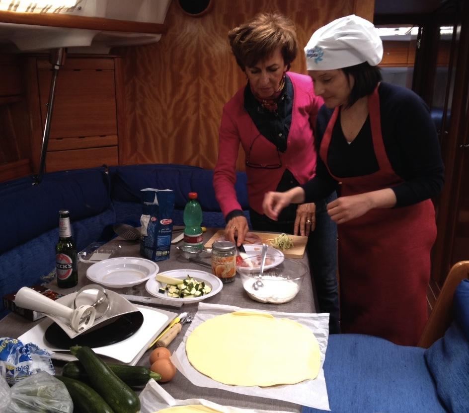 Attualit ragusa sfida di cucina in barca a marina di for Articoli di cucina