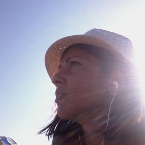 Donna trovata morta in Brasile, la famiglia lo sa da Fb