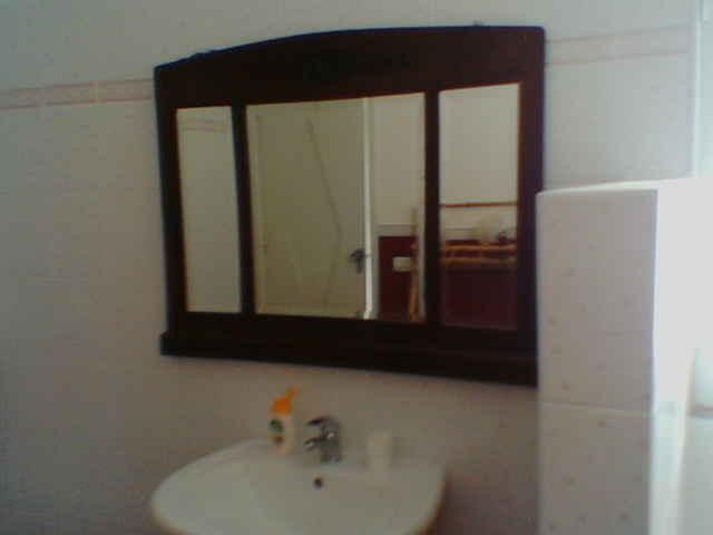 La droga nella specchiera del bagno arrestato ispica - Specchiera contenitore bagno ...