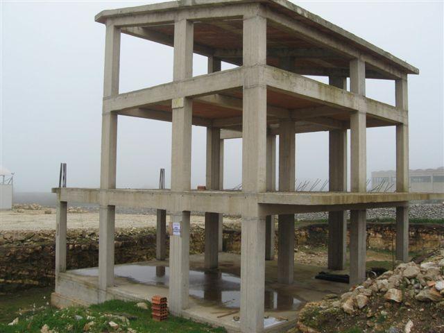 Aaa cemento armato su tre piani in zona agricola vista for Pilastri per una casa