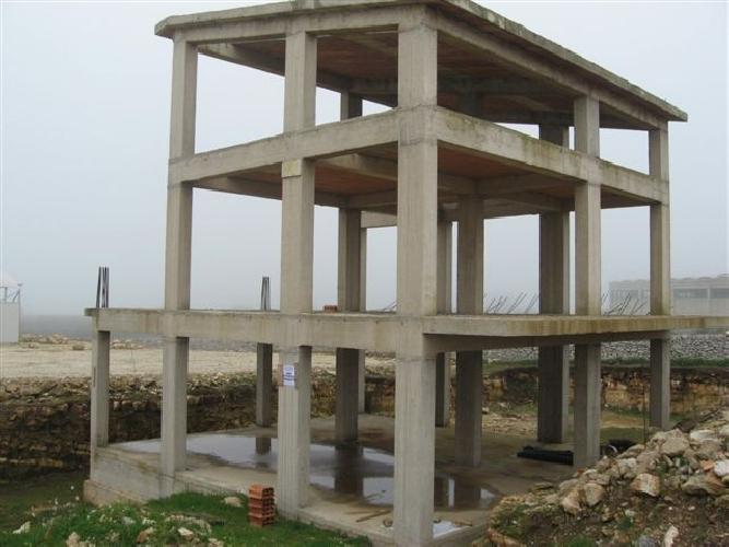 Aaa cemento armato su tre piani in zona agricola vista for Piani di costruzione casa