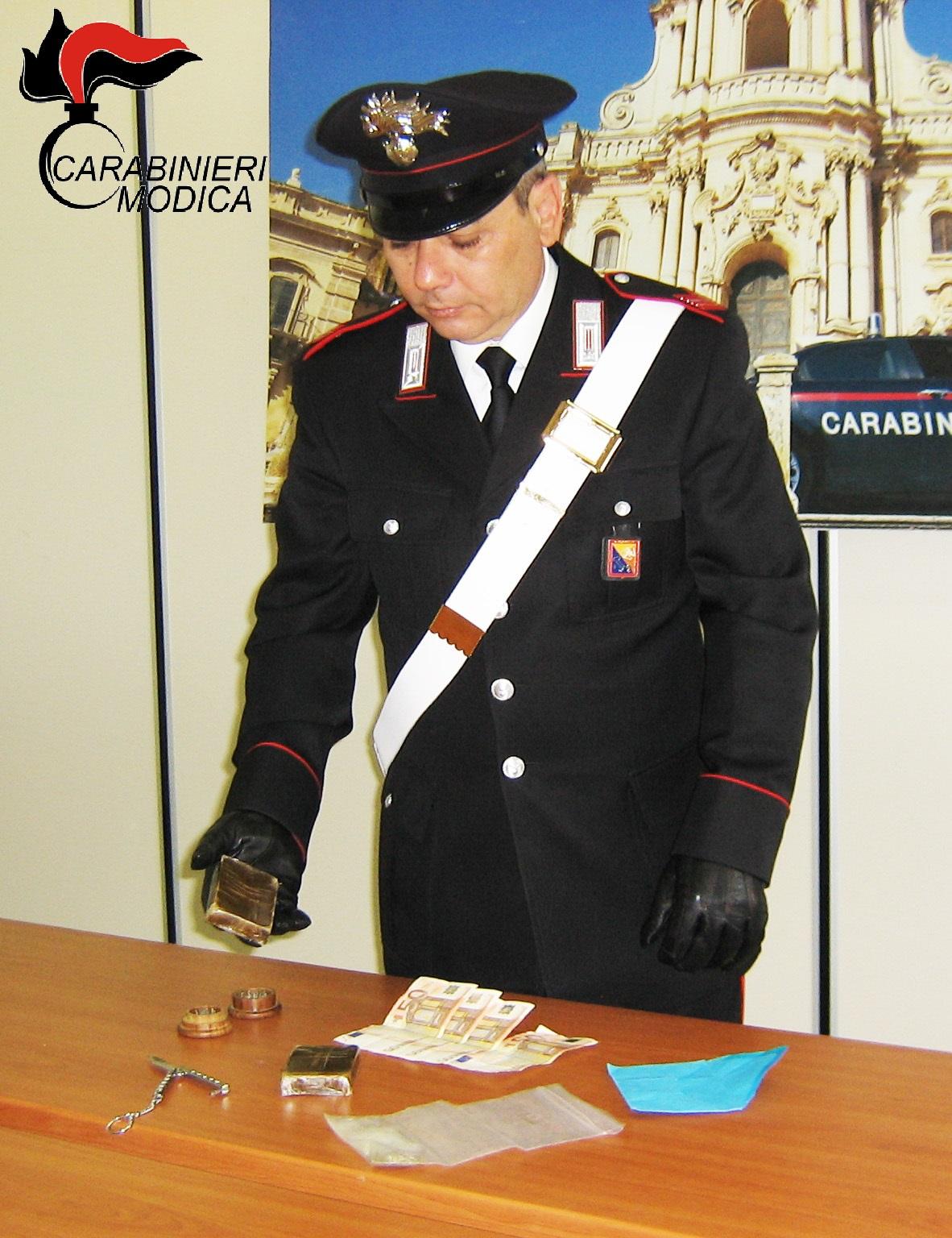Droga: la nasconde in ogni angolo della casa, arrestato a Genova