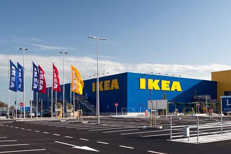Cani avvelenati nel parcheggio Ikea di Catania, la rabbia ...
