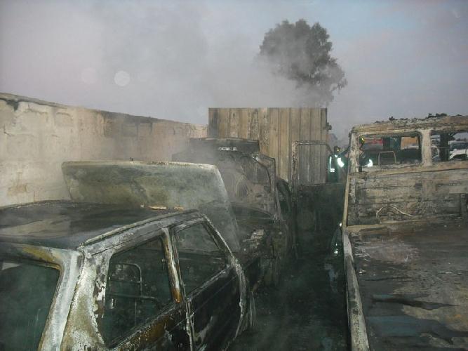 Incendio in un deposito di auto di contrada bosco piano for Piano di deposito