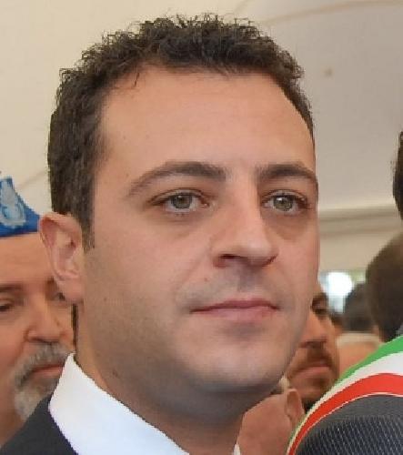La dichiarazione dei redditi dei deputati e senatori siciliani for Deputati siciliani