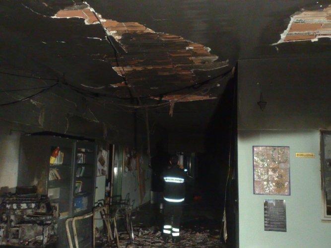 https://www.ragusanews.com/resizer/resize.php?url=https://www.ragusanews.com//immagini_articoli/01-04-2015/1427878068-0-incendio-alla-quasimodo-processo-da-rifare.jpg&size=667x500c0