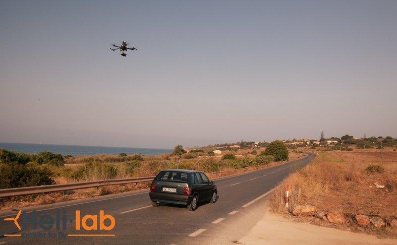 https://www.ragusanews.com/resizer/resize.php?url=https://www.ragusanews.com//immagini_articoli/01-06-2016/1464791970-0-sono-io-il-drone-che-vola-sulla-testa-del-commissario-montalbano.png&size=810x500c0