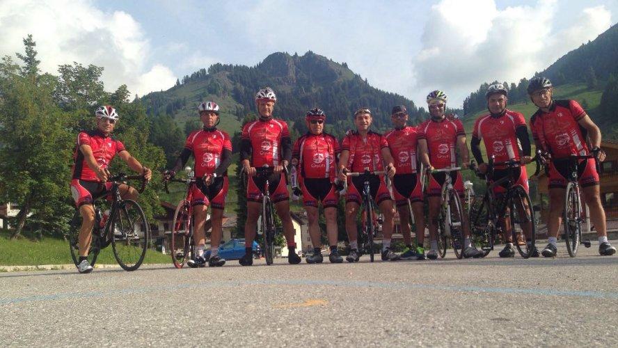 https://www.ragusanews.com/resizer/resize.php?url=https://www.ragusanews.com//immagini_articoli/01-07-2016/1467358150-0-ciclisti-alla-maratona-delle-dolomiti.jpg&size=888x500c0