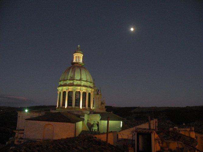La cupola di San Giorgio a Ibla, e Carmelo Arezzo di Trifiletti Ragusa