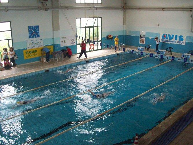 https://www.ragusanews.com/resizer/resize.php?url=https://www.ragusanews.com//immagini_articoli/02-01-2016/1451751644-0-la-befana-in-piscina.jpg&size=667x500c0
