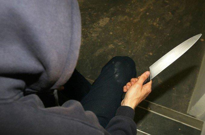 https://www.ragusanews.com/resizer/resize.php?url=https://www.ragusanews.com//immagini_articoli/02-02-2016/1454404523-0-minaccia-con-coltello-ospiti-centro-accoglienza.jpg&size=756x500c0