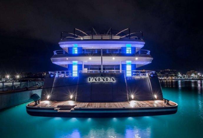 https://www.ragusanews.com/resizer/resize.php?url=https://www.ragusanews.com//immagini_articoli/02-08-2018/1533240898-2-yacht-arrivato-katara.jpg&size=734x500c0